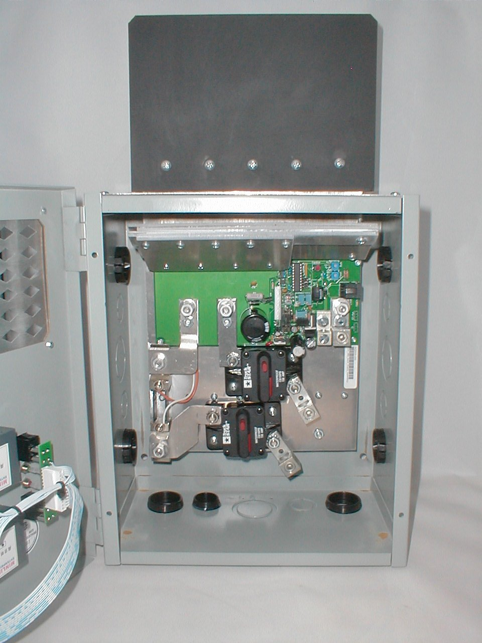 C155-SMA High amperage charge controller inside view